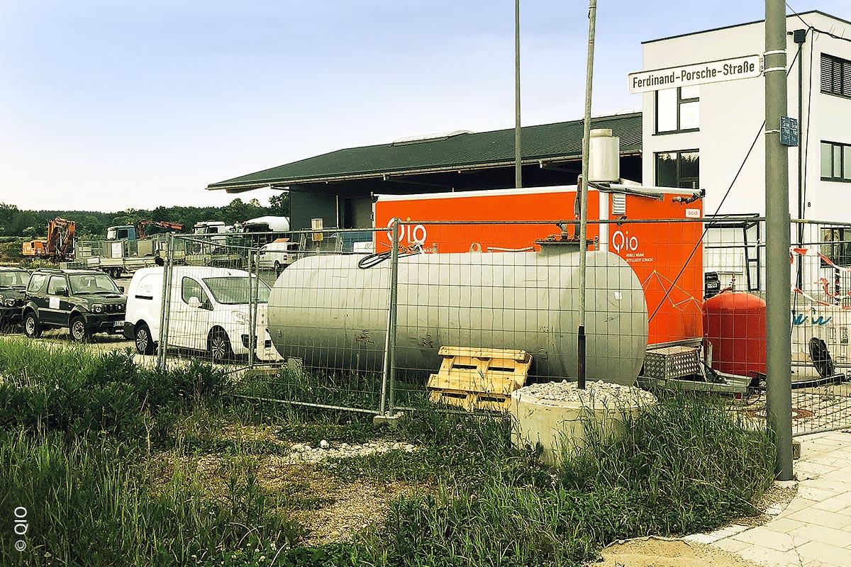 Qio ermöglicht die Wärmeversorgung im Nahwärmenetz der Gemeinde Gilching mit einer mobilen Heizzentrale QHZ 600. Die Wärmeversorgung ist bis zum Anschluss an das lokale Heizkraftwerk gesichert.