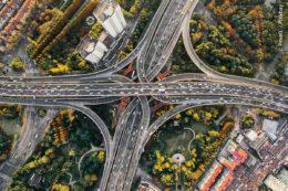 In den Ausbau der öffentlichen Infrastruktur ist es sinnvoll laufend zu investieren. Neben der Verkehrsinfrastruktur lohnen sich Projekte der Ver- und Entsorgung, also beispielsweise das Bauen von Kläranlagen, oder Bereiche für Energieeinsparung und Umstellung auf umweltfreundliche Energieträger.