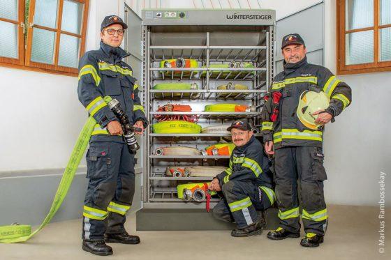 Ein neuer Kondensationstrocknungsschrank für Feuerwehrschläuche ist bei der Feuerwehr St. Georgen im Einsatz. Mitarbeiter sind (von links): Erich Hackinger, Joachim Unfried und Kommandant HBI Markus Auer.