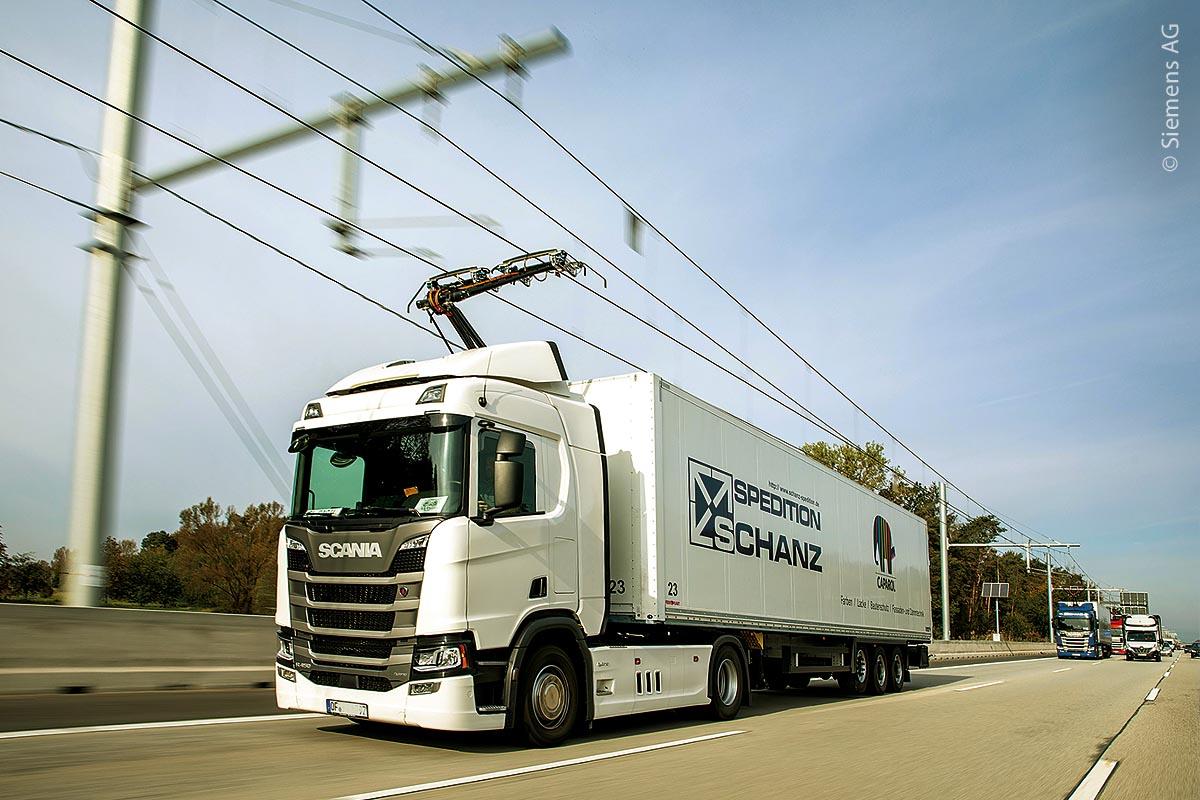 Erster eHighway auf der auf der A5: Die von Siemens entwickelte eHighway-Technologie wird in anspruchsvollen Gebieten getestet.