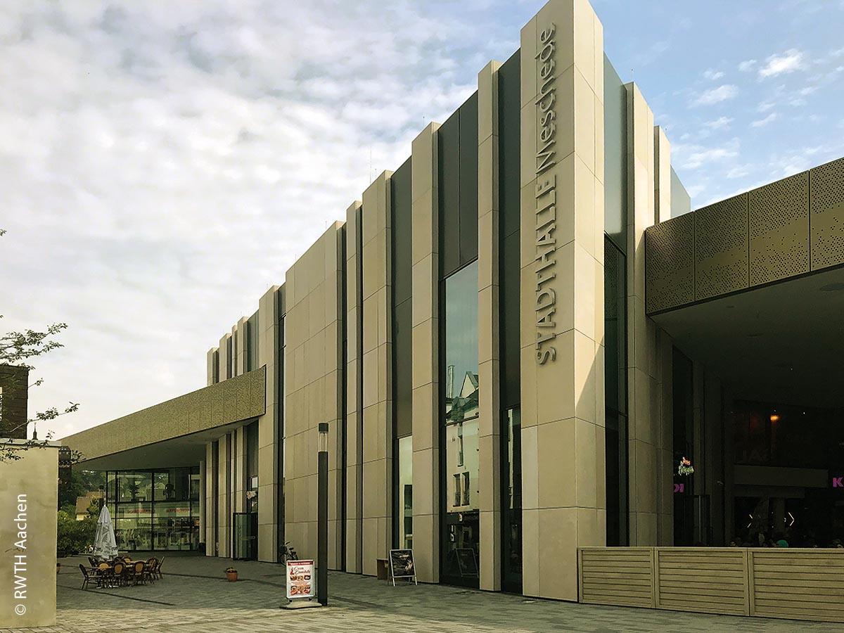 Auch in Meschede wurde das Gebäude des früheren Hertie renoviert und dient jetzt als Stadthalle sowie mehreren verschiedenen Läden.