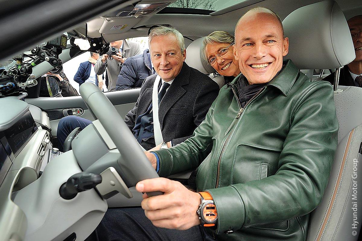 Bruno Le Maire, Minister für Wirtschaft und Finanzen in Frankreich (links), begleitete Bertrand Piccard auf der Fahrt.