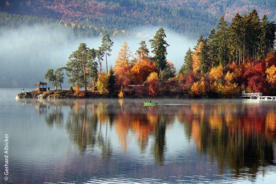 Der größte See des Schwarzwalds ist der Schluchsee. Er wurde in den 1930er Jahren künstlich aus einem kleineren See aufgestaut.