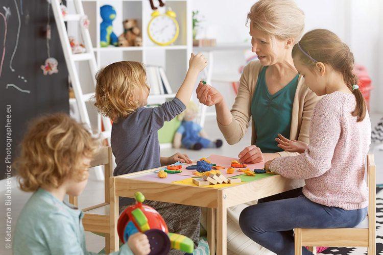 Die Kinderbetreuung gehört heutzutage zu den wichtigsten Dienstleistungen für unsere Gesellschaft.