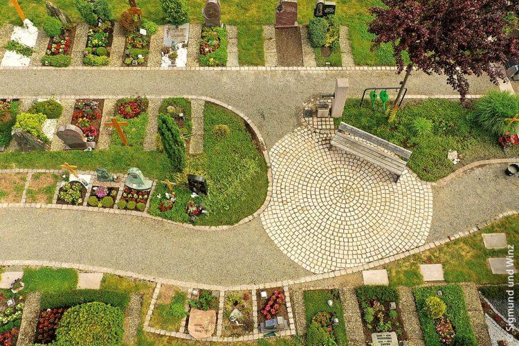 Das typische Grab und die typische Bestattung gibt es heute nicht mehr. Friedhofsgestalter sind heutzutage viel stärker als früher gefordert auf die Wünsche der Trauernden einzugehen und neue Ideen zu entwickeln.