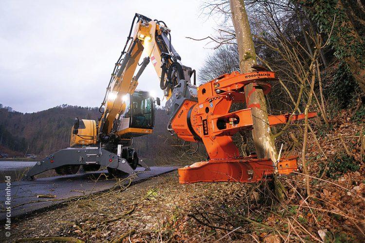 Die Reichweite der Geräte ist von der gewählten Maschinenkombination abhängig. Der Bagger zusammen mit dem Woodcracker C350 hat eine Reichweite von 11,8 Metern.
