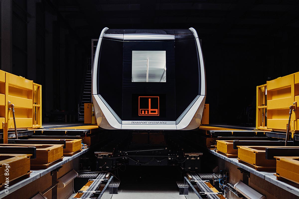 Ein Shuttle im Sengenthaler Instandhaltungszentrum von Max Bögel