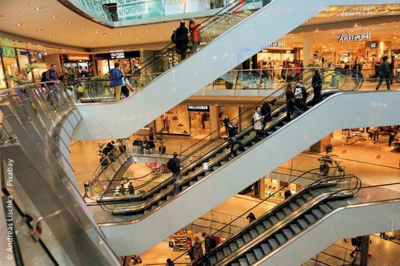 Die Zeiten, um unbeschwert in großen Einkaufszentren zu bummeln, sind coronabedingt erst einmal vorbei. Vermutlich wird sich das auch auf spätere Zeiten auswirken. Kommunen und Händler müssen sich daher nun gemeinsam neue Strategien überlegen, damit sich für die Bürger der Besuch in den Innenstädten auch nach Corona wieder lohnt.
