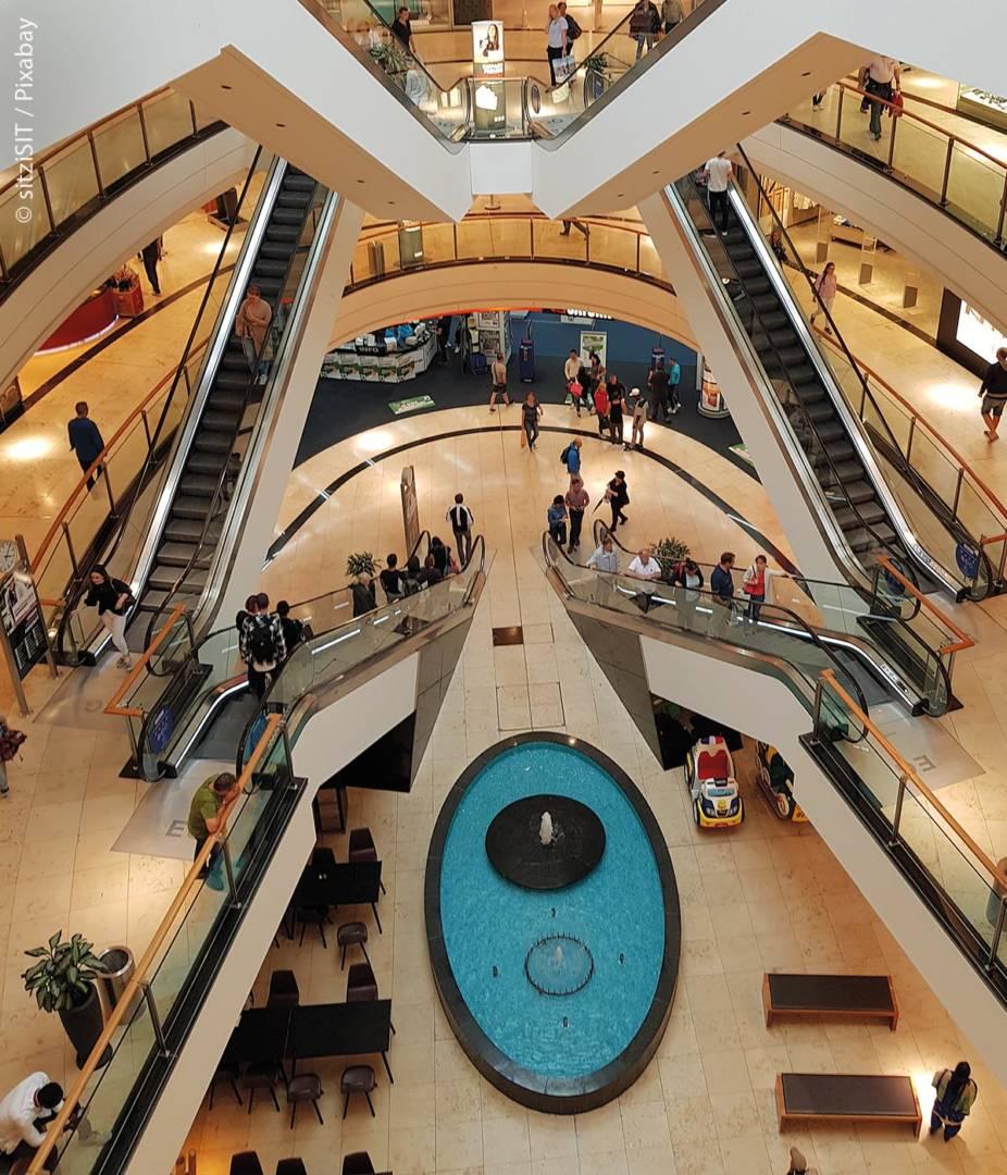 Das war vor Beginn der Corona-Pandemie anders, doch ausgiebige Shoppingtouren in riesigen Einkaufszentren mit großer Geschäfteauswahl kommen aktuell eher seltener in Frage, da Maskenpflicht und vorgeschriebenes Abstandhalten Käufer zu anderen Einkaufsmöglichkeiten drängen.