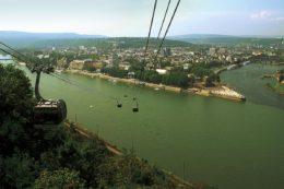 Panoramablick über den Rhein und Koblenz