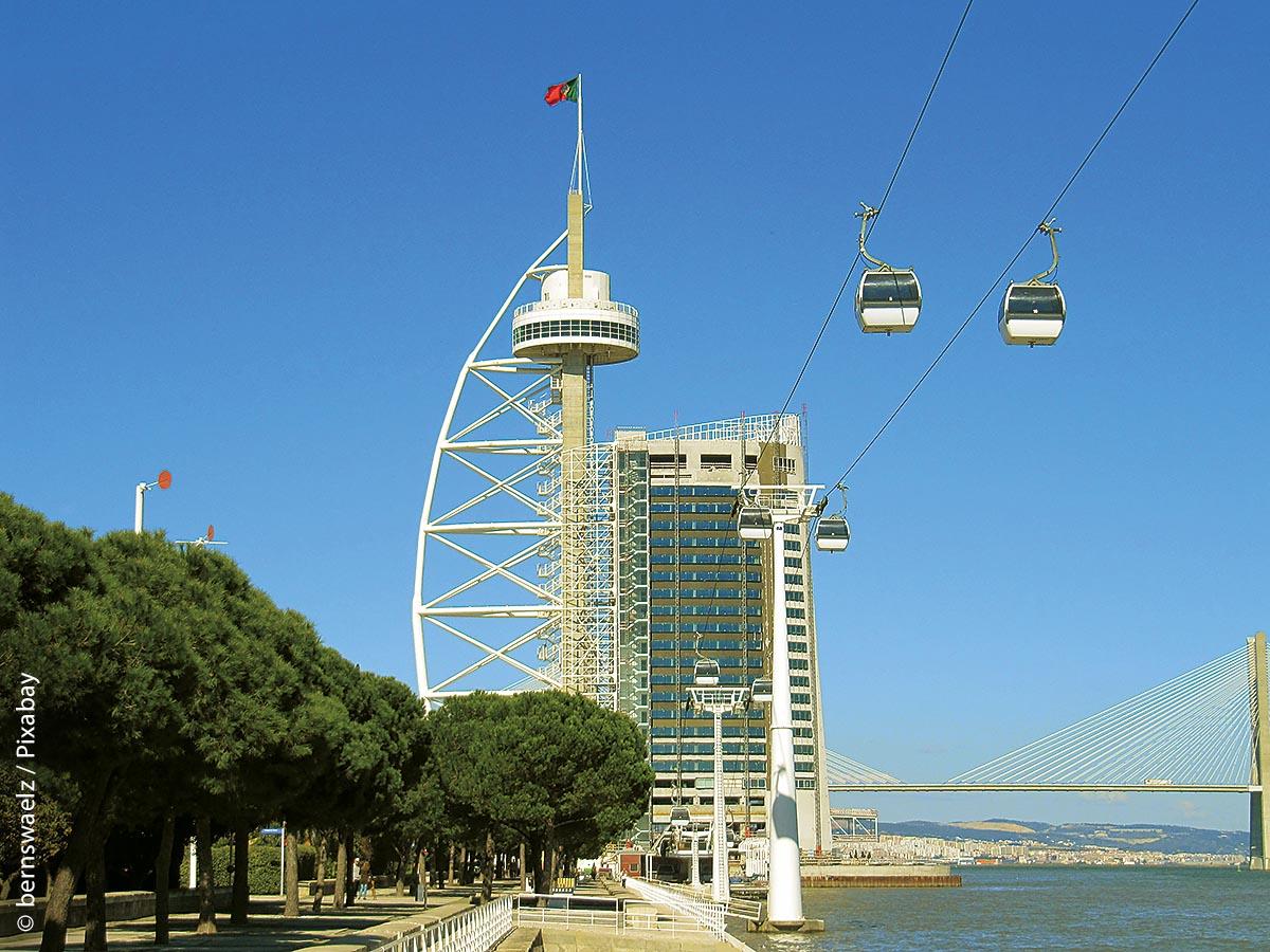 """Zur Weltausstellung """"Expo 98"""" wurde die Seilbahn in Lissabon fertig gestellt und ist sinnvollerweise an die Metrostationen angebunden."""