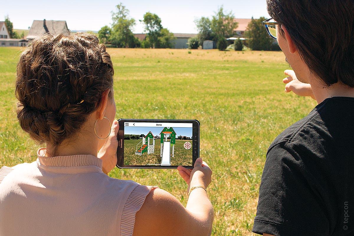 Augmented Reality gibt Entscheidungshilfe: Geplante Objekte wie Spielgeräte oder Stadtmobiliar sind lediglich virtuell sichtbar und können im Bild frei platziert werden. Das spart Zeit und Kosten und ermöglicht eine schnelle Übersicht, ohne großen Aufwand.