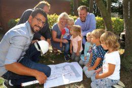 Als Praktikant in der Gemeinde Beverstedt begleitete Khaled Kalifeh (links) 2018 die Planung einer Kindertagesstätte.