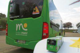 """Der Linienbus mit mobilem Straßenwettersensor """"Marwis"""" sammelt bei seinen Fahrten durch Offenburg und Umgebung Daten über den Straßenzustand."""