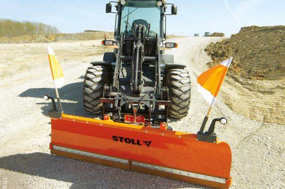 Beim Einsatz von Radladern gilt es, strenge Sicherheitsrichtlinien zu beachten. Anders als beim Traktor verändert das Anbaugerät die Sicherheit und das Fahrverhalten des Trägerfahrzeugs gravierend.