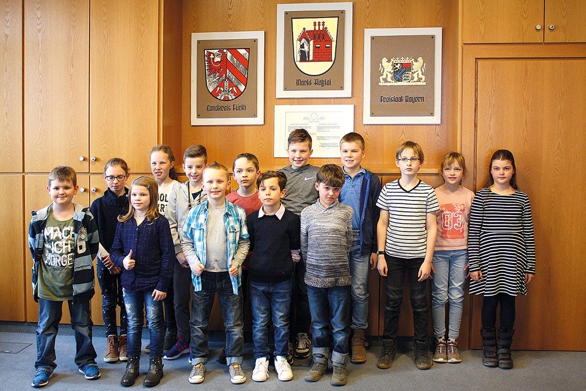 """Schon seit fast sieben Jahren gibt es den sogenannten """"Roßtaler Kindermarktgemeinderat"""" (hier ein Bild von 2018). und die Zusammenarbeit zwischen Alt und Jung klappt gut."""