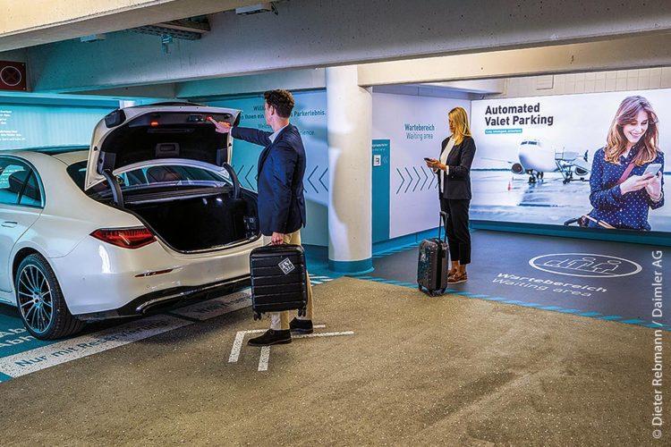 Apcoa, Bosch und Mercedes-Benz arbeiten am ersten Serieneinsatz von vollautomatischem Parken.