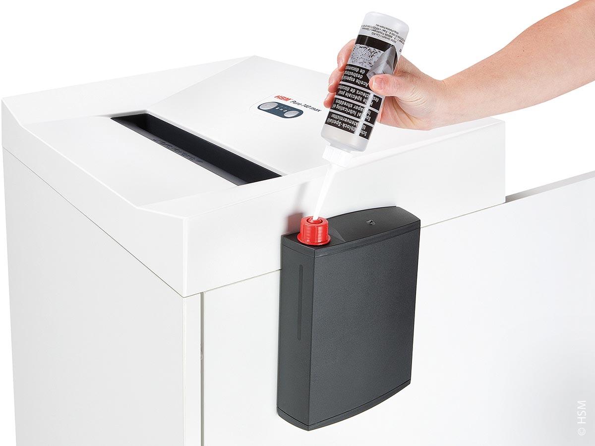 Für den Aktenvernichter ist ein automatischer Öler serienmäßig im Lieferumfang enthalten und garantiert die benutzerfreundliche Bedienung des Geräts.