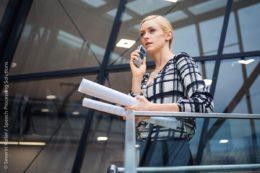 Mit Diktiergeräten wie dem Philips PocketMemo DPM8100 ist Flexibilität im Außendienst dank mobiler Diktataufzeichnung und Versendung zur Abschrift oder Spracherkennung möglich.