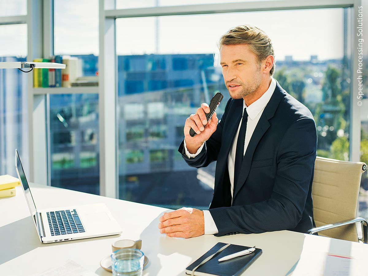 Dokumentation leicht gemacht – mit lokaler Spracherkennung von 4voice und dem kabellosen Diktiermikrofon Philips SpeechMike Premium Air SMP4000