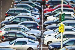 Besonders in Städten ist der Parkraum knapp. Daher müssen Lösungen gefunden werden, die diesem und auch anderen Vorgaben gerecht werden.