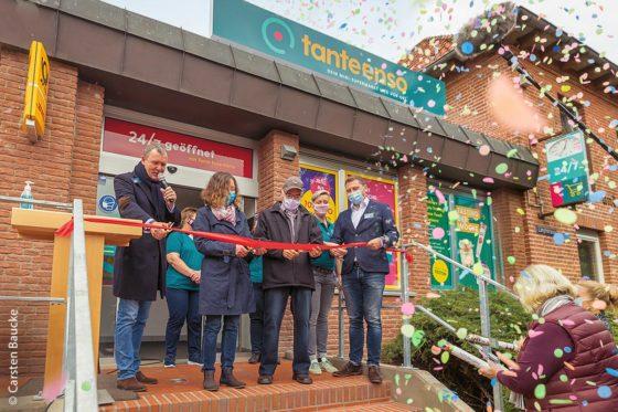 """Drei, zwei, eins ... die Eröffnung des """"Tante-Enso-Ladens"""" in Schnega wurde Ende Oktober 2020 zu einem bunten Ereignis. Dies ist bereits der dritte Mini-Supermarkt, den MyEnso eröffnet hat."""