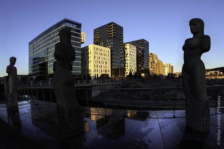 In Oslo sind Tradition und Moderne auf besondere Weise miteinander verbunden – mit Beginn der neuen Jahrtausendwende gilt: Menschen sollen sich in Norwegens Hauptstadt wohlfühlen. Kein Wunder, denn inzwischen lebt fast ein Drittel der norwegischen Bevölkerung – etwa 1,5 Millionen Menschen von 5,3 Millionen – im Großraum Oslo.