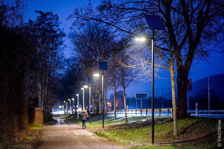Die Stadtwerke Heidelberg haben kürzlich eine Teststrecke mit Solarleuchten für eine klimafreundliche Beleuchtung in Betrieb genommen.