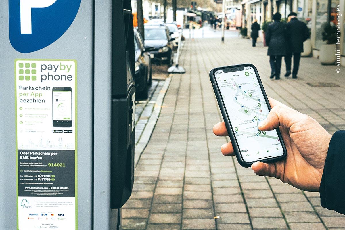 Mit PayByPhone bezahlt man den Parkschein bargeldlos per App.
