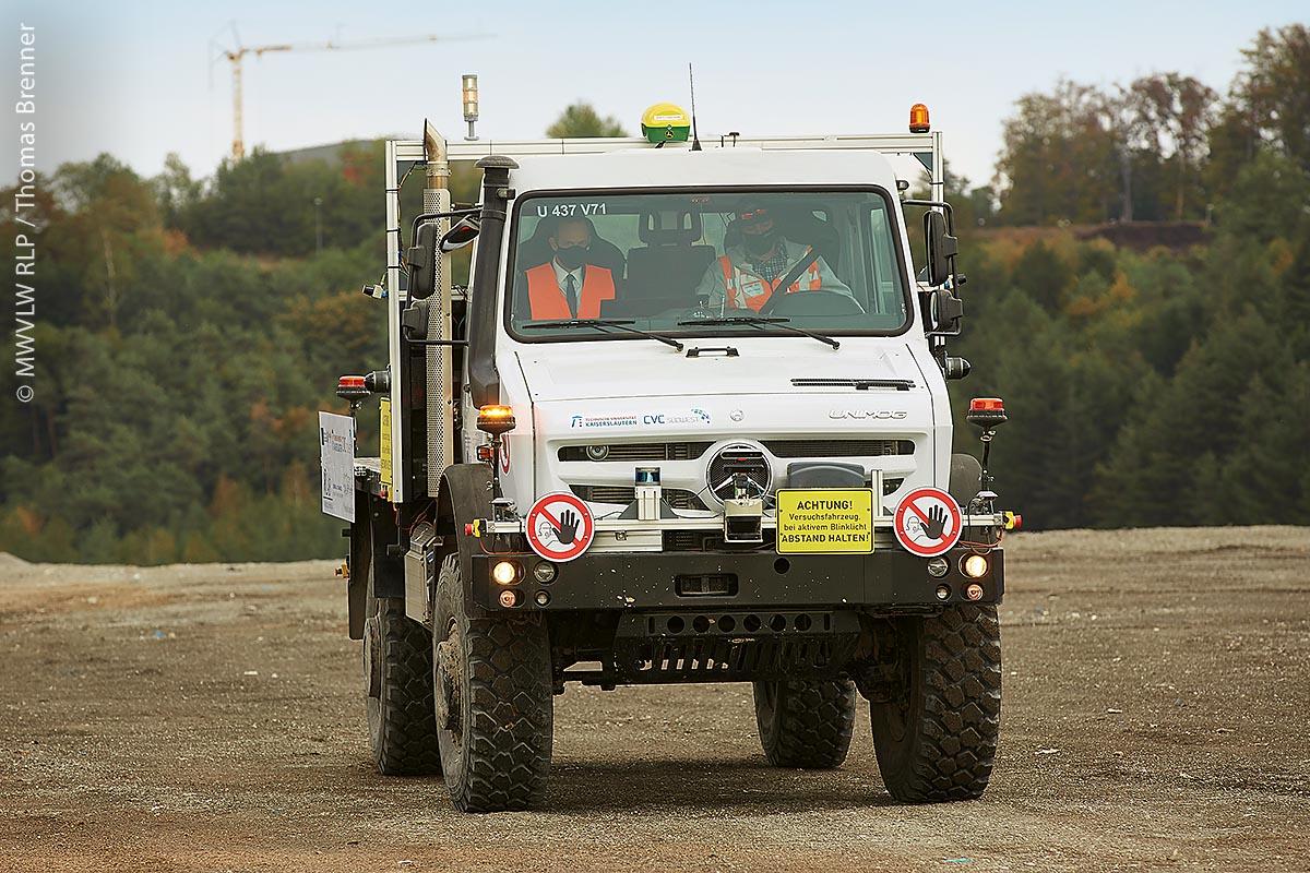 Vorführung des Projekts durch Minister Wissing mit autonomer Probefahrt über das Demoareal auf der ZAK, Kaiserslautern