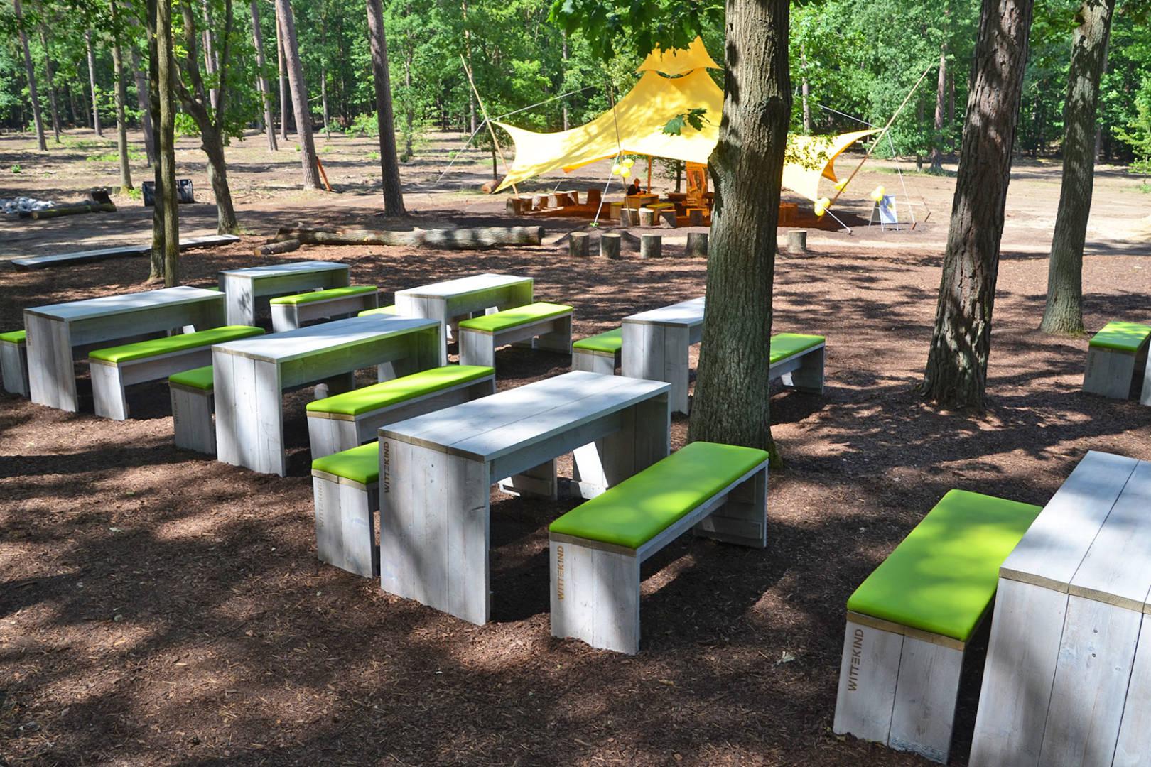 Funktionale Outdoormöbel für Marktplätze und Stadtparks