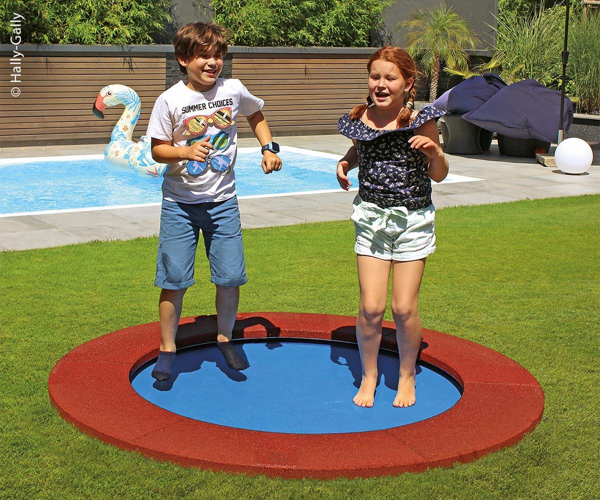 Trampolin Circus Simplex macht Spaß und schult den Gleichgewichtssinn.