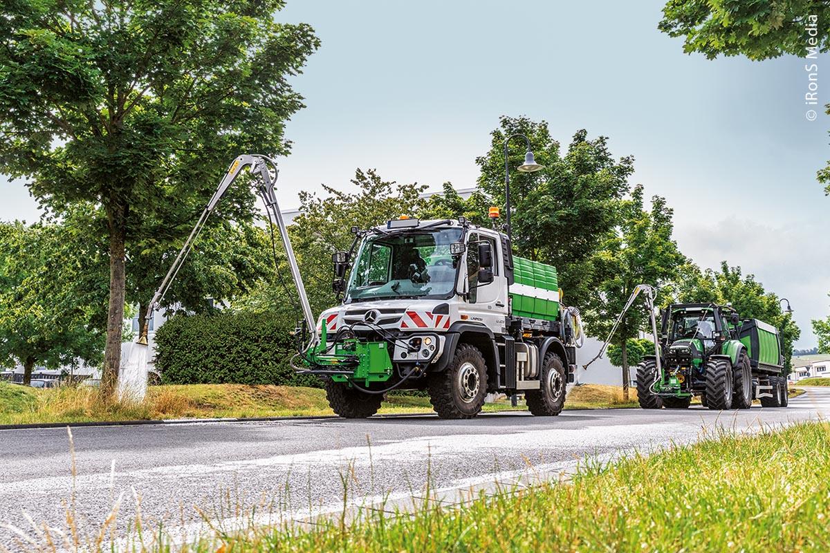 Traktoren und LKWs können mit einem großen Tank und ausgeklügelter Bewässerungstechnik bestückt werden.