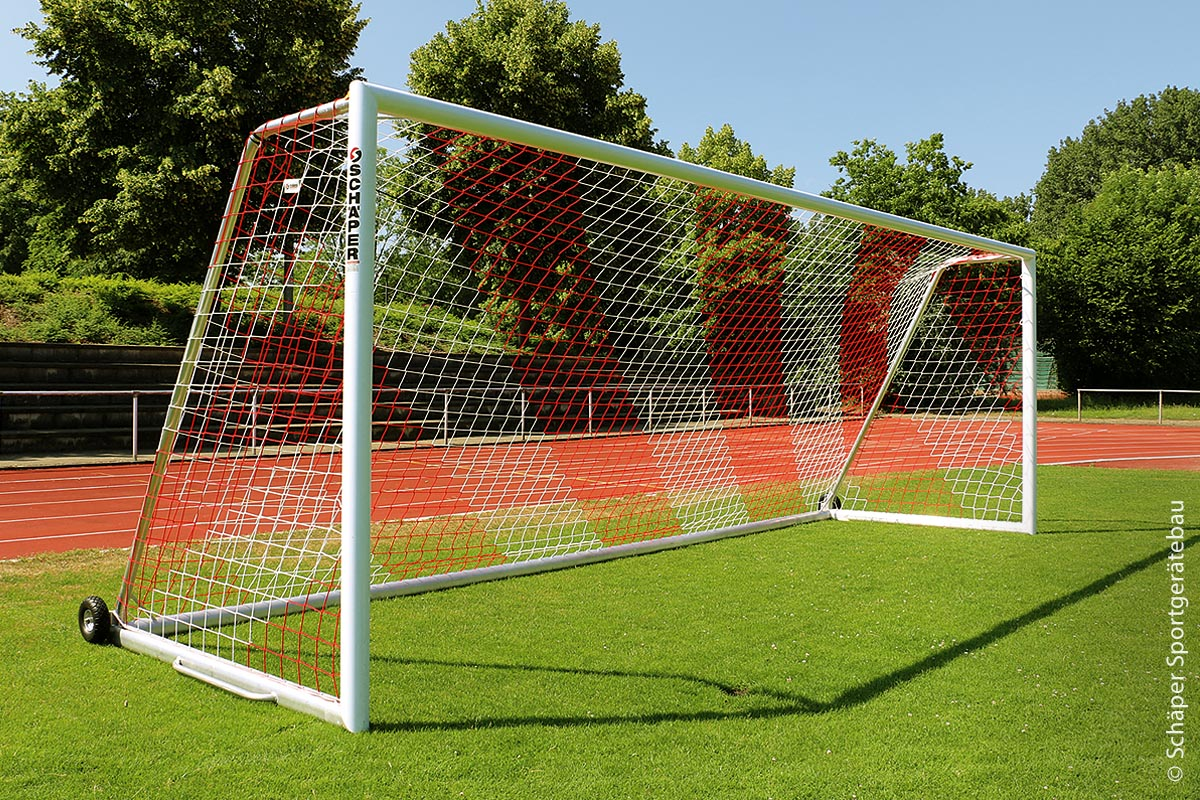 Das Unternehmen Schäper begann bereits vor 60 Jahren damit, robuste Fußballtore zu bauen.
