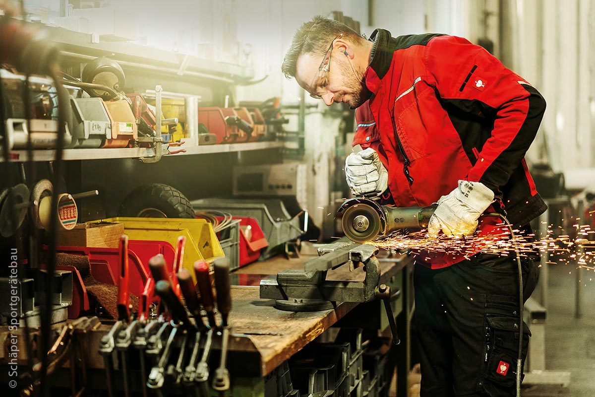 In der Produktion arbeiten erfahrene und sehr qualifizierte Mitarbeiter. Der Hersteller kann so sein Qualitätsniveau aufrechterhalten.