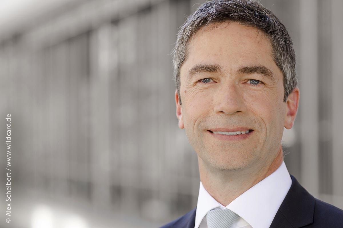 Horst Robertz leitet das Public Sector, Healthcare and Education Team bei VMware. In seiner Funktion ist er für die Markt- und Strategieentwicklung dieser Geschäftsbereiche bei VMware zuständig.
