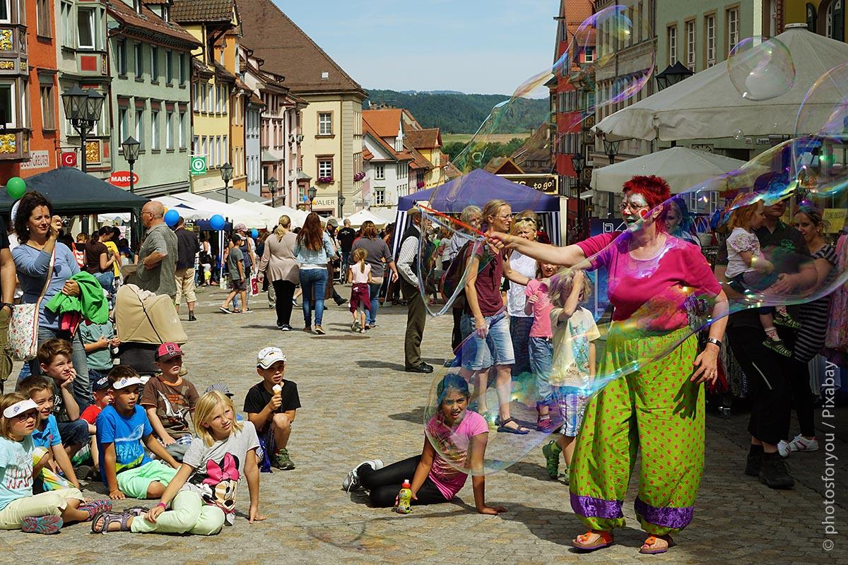 Veranstaltungsangebote – auch in kleineren Städten – machen diese für die Bürger attraktiv.