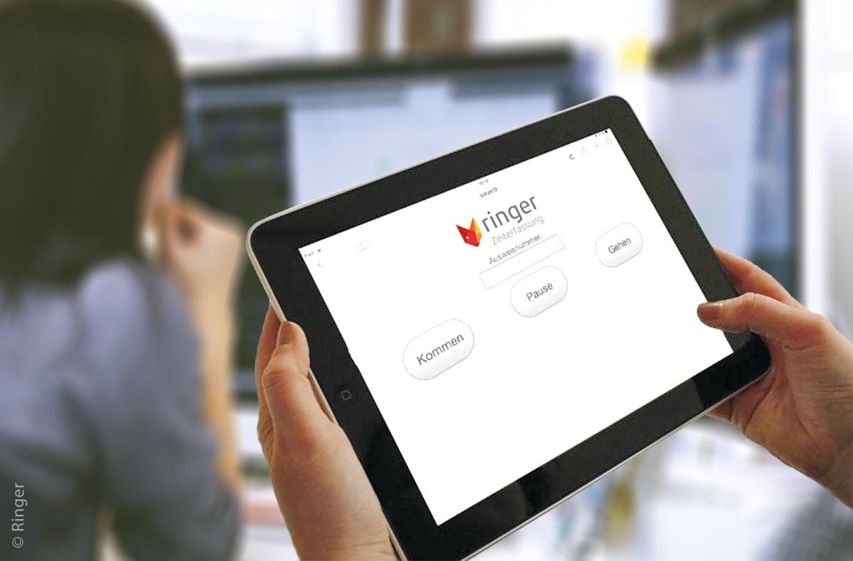 Web Booking Interface zum Stempeln am Tablet – es gibt drei wichtige Vorteile der mobilen Zeiterfassung für ein Unternehmen: schnelle Verarbeitung der mobil erfassten Daten, eine zuverlässige Auswertung der Arbeitszeiten und sichere termingerechte, korrekte Lohnabrechnungen.
