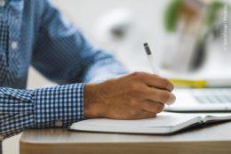 Trotz der Digitalisierung gehört Papier immer noch zu den attraktivsten und vielseitigsten Werkstoffen und Arbeitsmitteln unserer Zeit.