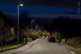Moderne Straßenbeleuchtung in Wohnstraßen ist energieeffizient und gibt Sicherheit.
