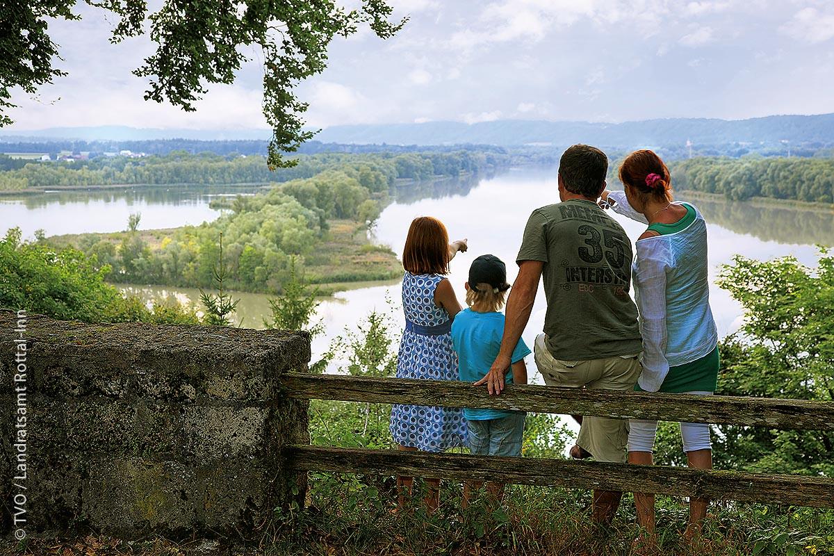 Blick auf die Innauen: Der Landkreis Rottal-Inn im Süden des Regierungsbezirks Niederbayern umfasst 31 Gemeinden mit insgesamt etwa 120.00 Einwohnern.