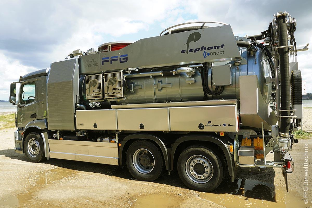 """Das Saug- und Spülfahrzeug """"elephant multi 11.003 MSR"""" aus der """"elephant-S-line""""-Serie bietet unterschiedliche Ausstattungen."""