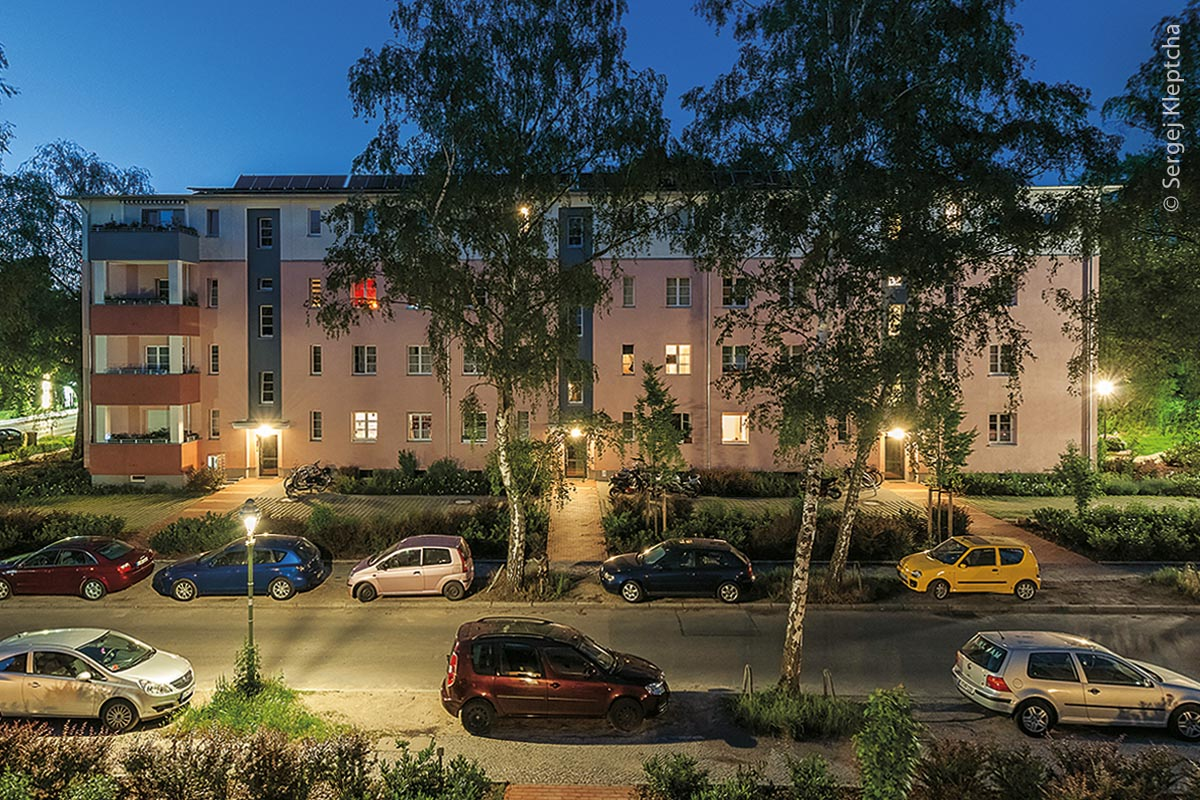 """Der Bauherr """"Märkische Scholle Wohnungsunternehmen eG"""" entschloss sich hierbei zu einer Komplettsanierung mit Umstellung des Heizsystems von Fernwärme auf regenerative."""