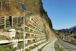 Der Fußgänger- und Radfahrerweg entlang der österreichischen B311