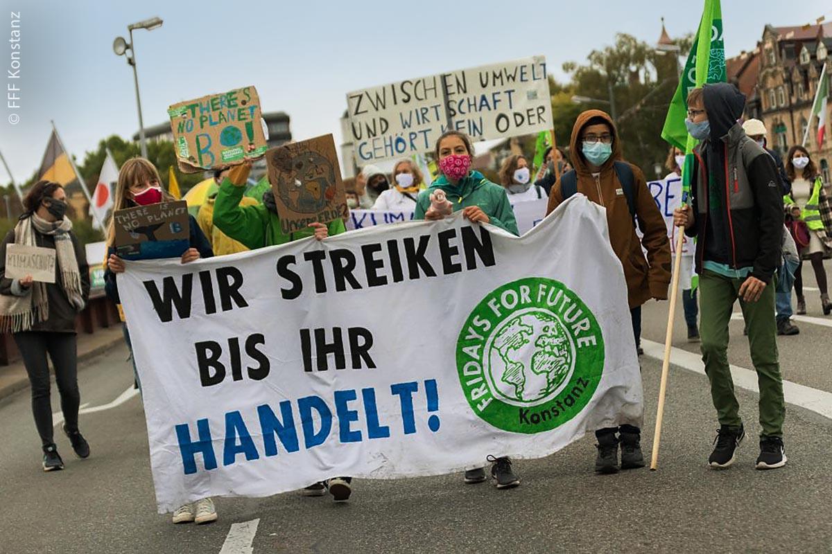 Der Protest der Fridays-for-Future-Bewegung soll weitergehen, bis Politik und Wirtschaft zeitnah konkrete Lösungen für mehr Nachhaltigkeit und Klimaschutz umsetzen.