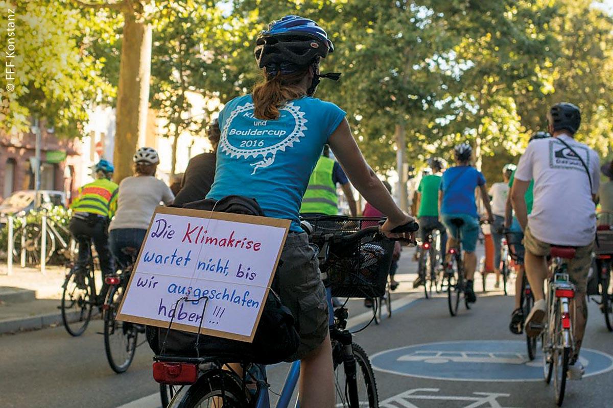Eine der zahlreichen Fahrrad-Demos von Fridays for Future, um für autofreie Städte zu werben.