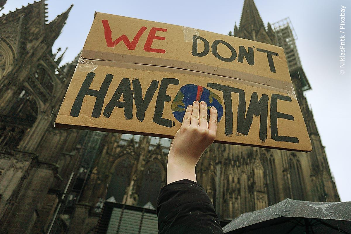 Die letzte große Flutkatastrophe im Sommer 2021 in Europa, die auch in Deutschland über 180 Menschenleben forderte, zeigt es deutlich auf: Wir haben keine Zeit mehr für Diskussionen, wir müssen umgehend handeln!