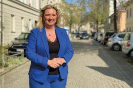 Staatsministerin Kerstin Schreyer bei einem Innenstadt-Termin in München im April 2021