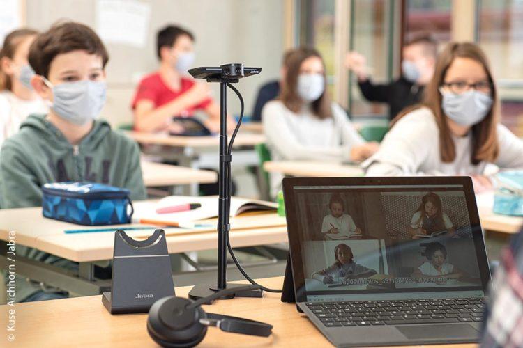 Hybridunterricht mit Videoequipment ist angesichts reduzierter Inzidenzen und bei vereinzelten Quarantäne-Fällen gut umsetzbar.