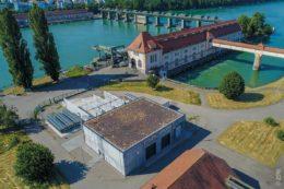 Vergangenheit trifft Zukunft: Das über 100 Jahre alte Wasserkraftwerk in Wyhlen liefert Strom für die Power-to-Gas Anlage.